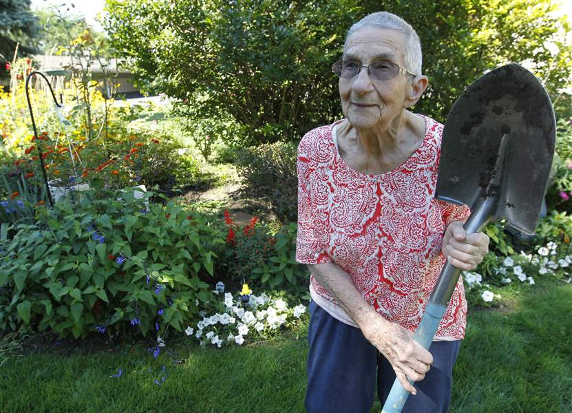 95-year-old-Marie-F-McCarty-poses-near-the-garden