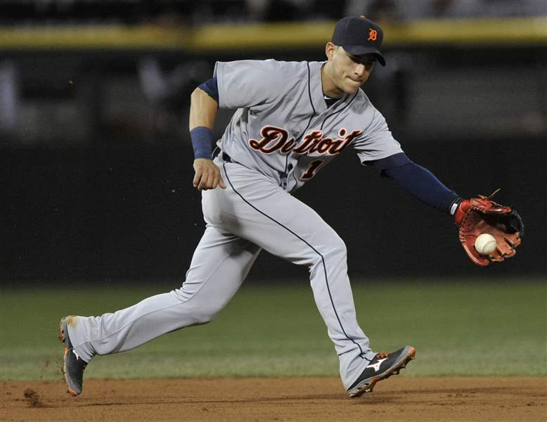 Detroit-Tigers-shortstop-Jose-Iglesias-stops-a