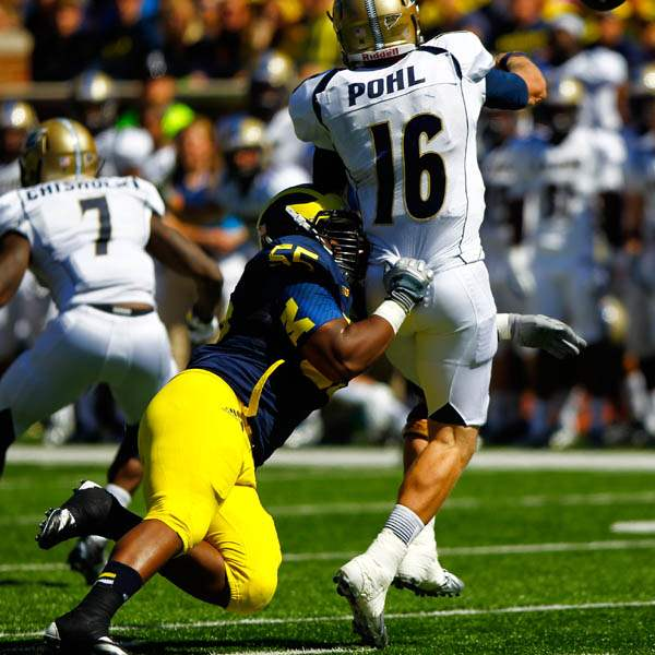 Michigan-senior-Jibreel-Black-55-tackles-Akron-sop