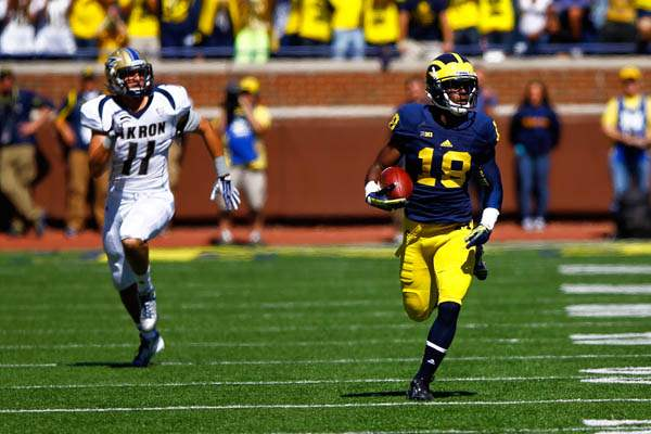 Michigan-junior-Blake-Countess-18-runs-the-ball-after-intercepting-an-Akron-pass