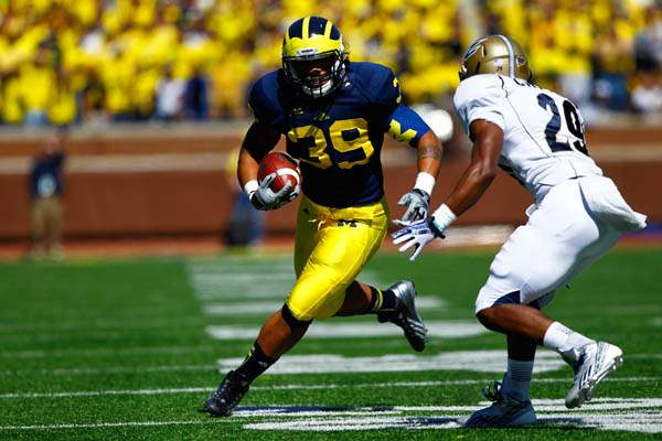 Michigan-junior-Thomas-Rawls-39-runs-the-bal