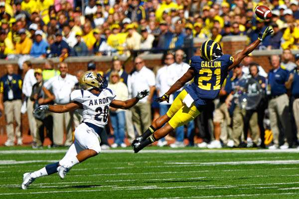 Michigan-senior-Jeremy-Gallon-21-reaches-for