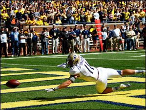Akron sophomore Zach D'Orazio (11) narrowly misses a pass in the end zone on fourth-and-goal with only seconds remaining. The QB was heavily pressured by Michigan defenders.