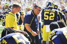 Brady-Hoke-talking-to-his-team-on-S