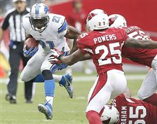 Detroit-s-Reggie-Bush-runs-against