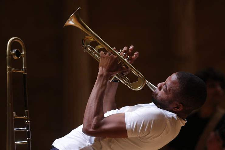 Trombone-Shorty-performs