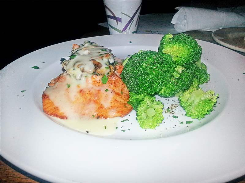 Stuffed-Atlantic-salmon-with-broccoli