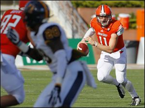 Bowling Green State University quarterback Matt Johnson (11) rolls out against Murray State during the second quarter.