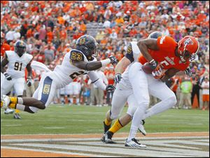 Bowling Green State University player Ronnie Moore (5) hauls in a pass for a touchdown beating Murray State players Darrian Skinner (23) and Perry Cooper (45) during the first quarter.