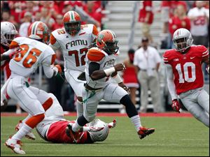 Ohio State's Corey Brown (10) returns a punt for long yardage against  Florida A&M  during the first quarter.