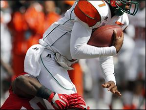 Ohio State NG Chase Farris (57) sacks Florida A&M QB Damien Fleming (7) during the second quarter.