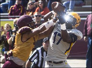 Toledo Rockets wide receiver Dwight Macon tries catching a pass.