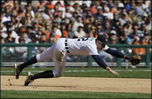Detroit Tigers third baseman Don Kelly stretches but misses a single by Chicago White Sox's Jeff Keppinger during the fifth inning.