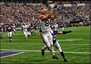 Cleveland tight end Jordan Cameron catches a seven-yard  touchdown pass against Minnesota's Harrison Smith.