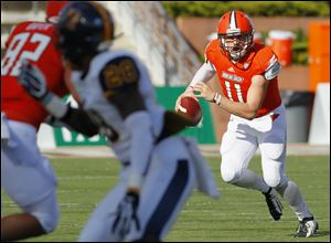 Bowling Green quarterback Matt Johnson (11) rolls out against Murray State during the second quarter Saturday.
