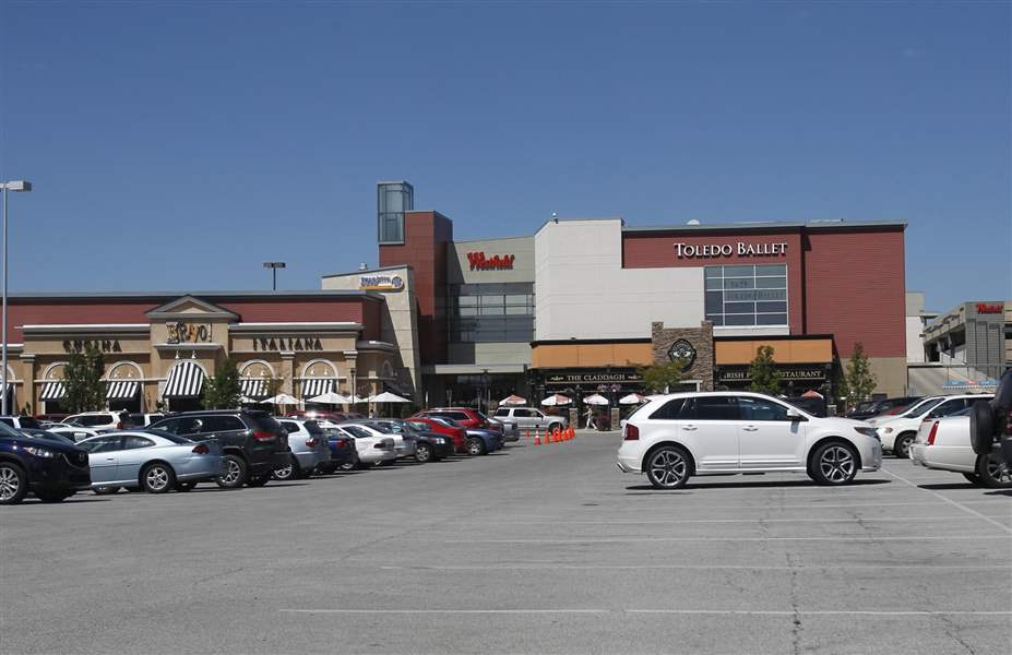 The-exterior-of-the-Westfield-Franklin-Park-mall