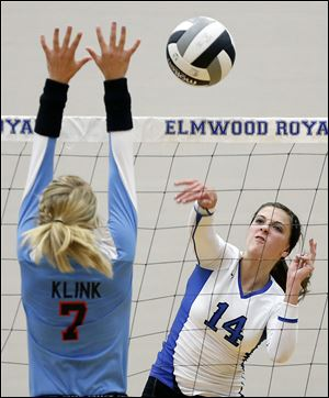Elmwood's Jasmine Marsh, right, spikes the ball against  Eastwood's Sarah Klink during Tuesday's match. Marsh finsihed with 16 kills.