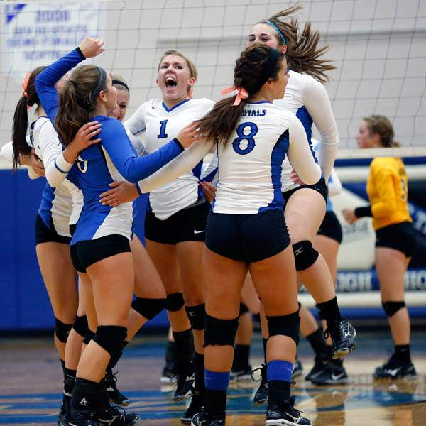 Elmwood-celebrates-winning-the-second-set-against-Eastwood