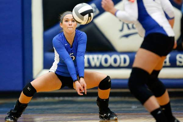 Elmwood-s-Marissa-Swavel-5-returns-a-serv