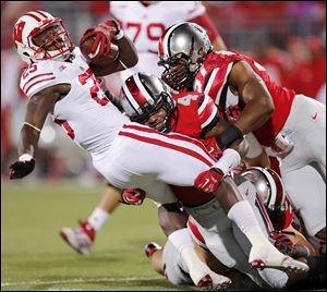 Ohio State's C.J. Barnett brings down Wisconsin running back Melvin Gordon in the first quarter.