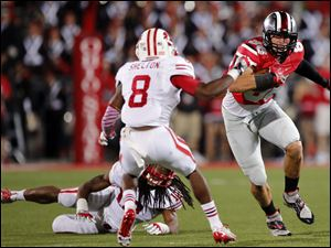 Ohio State TE Jeff Heuerman (86)  runs the ball against  Wisconsin during the fourth quarter.
