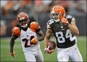 Browns tight end Jordan Cameronm left, runs away from Cincinnati Bengals cornerback Adam Jones during the fourth quarter Sunday in Cleveland. The Browns won 17-6.