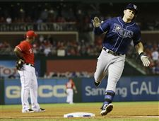 Tampa-Bay-Rays-Evan-Longoria-rounds-the