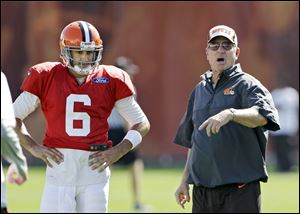 Cleveland Browns offensive coordinator Norv Turner instructs the offense as quarterback Brian Hoyer (6) looks on during practice.