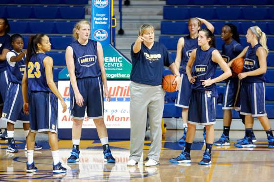 University-of-Toledo-basketball-head-coach-Tricia-Cullop-speaks-to-her-team