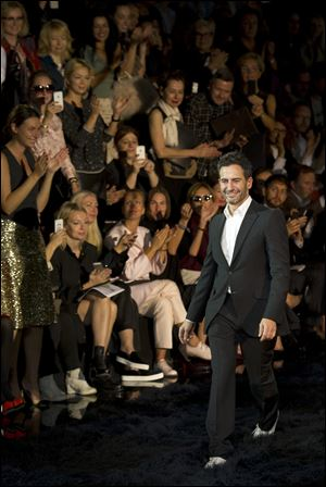 Fashion designer Marc Jacobs acknowledges applause following the presentation of the ready-to-wear Spring/Summer 2014 fashion collection he designed for Vuitton, today in Paris.