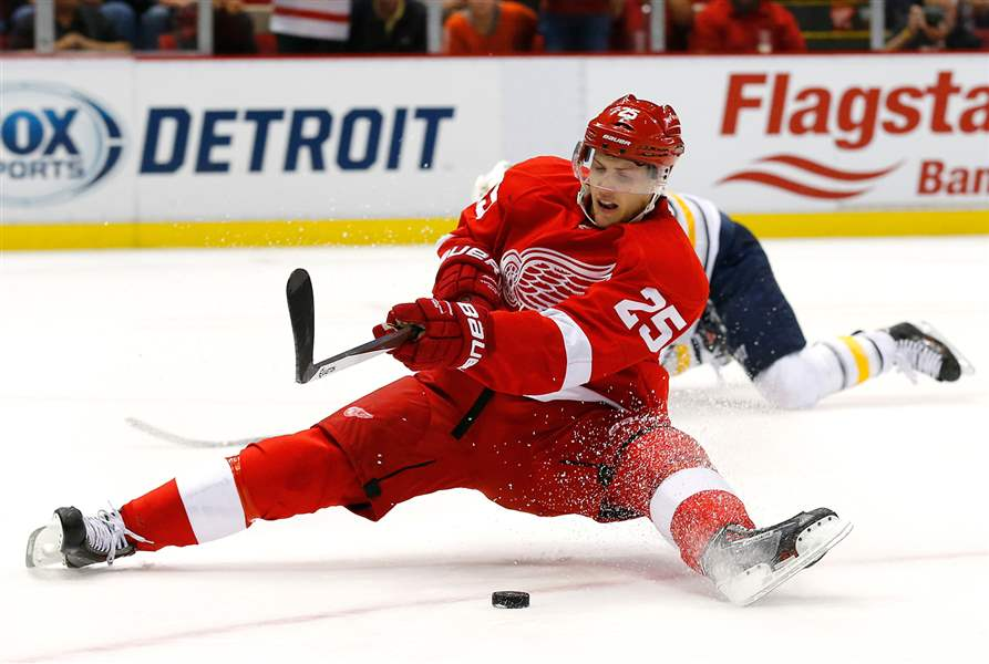 Detroit-Red-Wings-center-Co