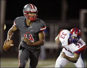 Central Catholic's DeShone Kizer completed 11 of 14 passes for 189 yards and four touchdowns ran for 131 yards.