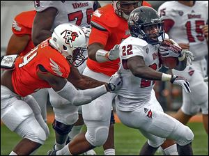 Bowling Green's Jerry 'Boo Boo' Gates, left, hauls down UMass'  Jamal Wilson from behind in the first half.
