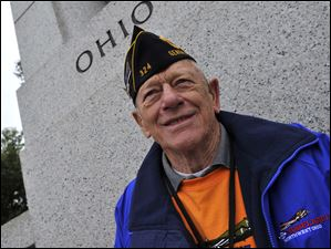 Honor Flight member and Army veteran Ned Ammons posed for a friend under the state of Ohio's name.