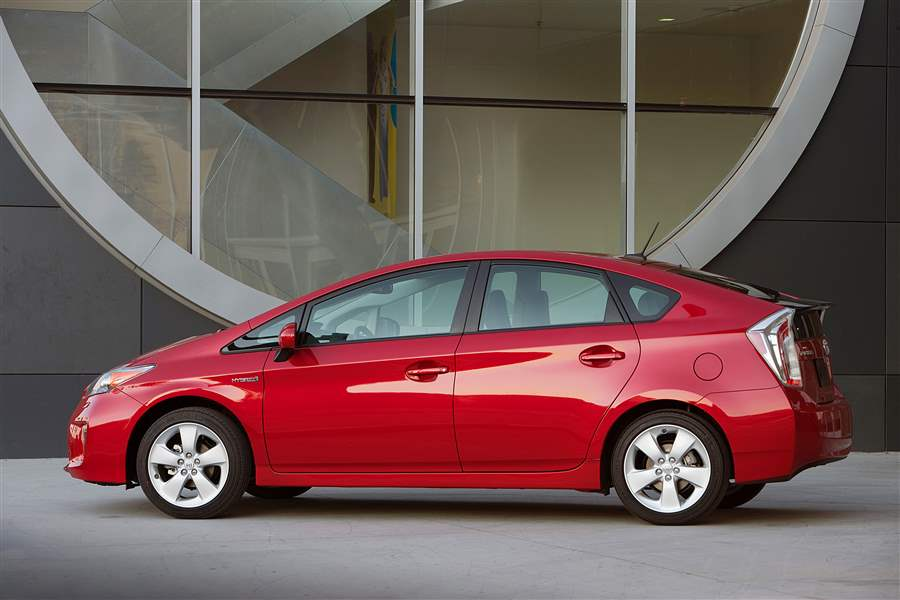 Behind-The-Wheel-2012-Toyota-Prius