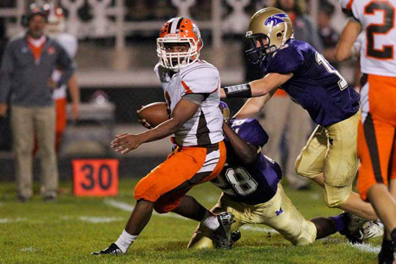 Maumee-Southview-tackle