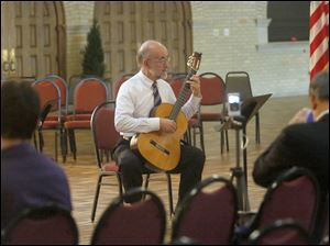 Ken Hummer played a piece by Johann Sebastian Bach on classical guitar.