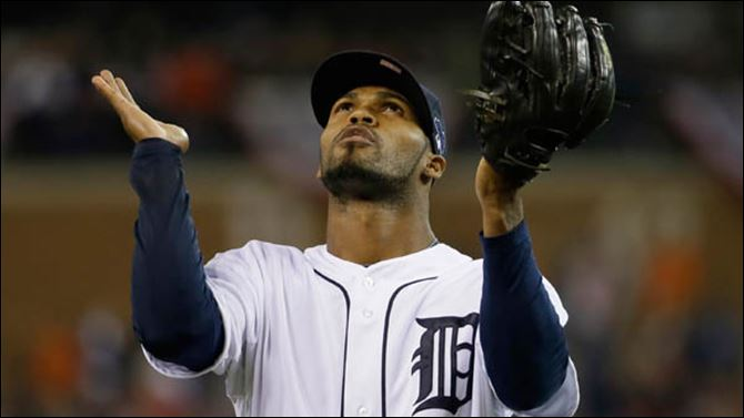 ALCS Red Sox Tigers Baseball Detroit Tigers' Al Alburquerque looks up at the end of top of the ninth inning.