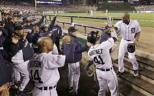 Tigers-outfielder-Torii-Hunter-right-is