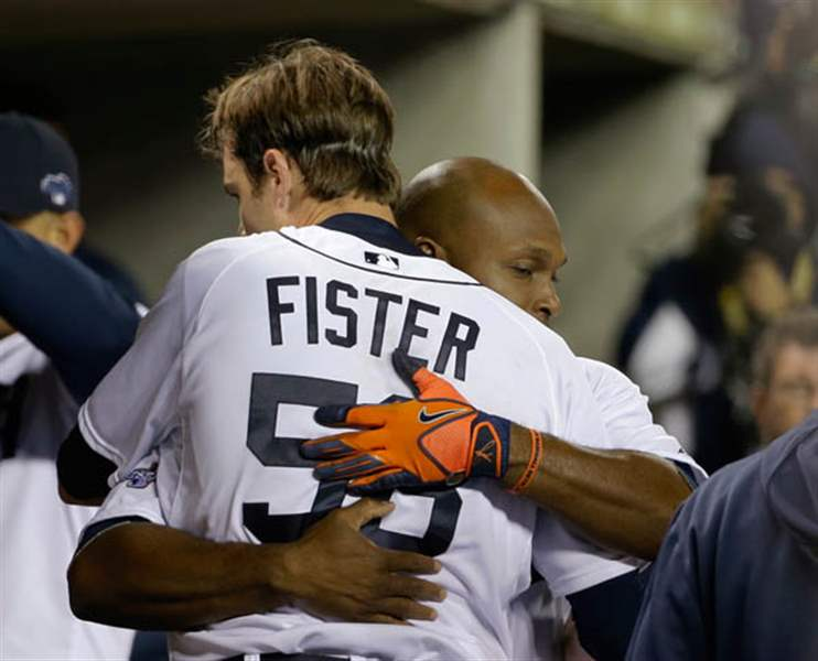 Detroit-Tigers-Doug-Fister-is-hugged-by-Torii