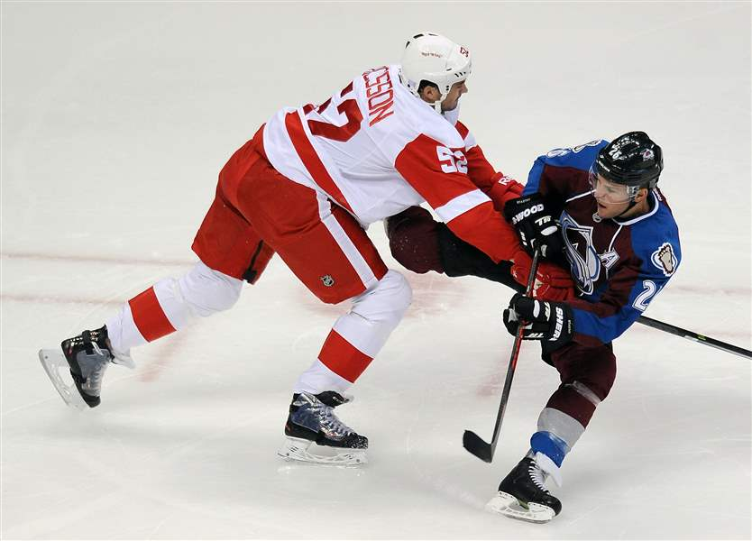 Red-Wings-Avalanche-Hockey-1