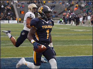 University of Toledo's Bernard Reedy scores the winning touchdown against Navy during the second overtime. Behind him is Navy's Wave Ryder.
