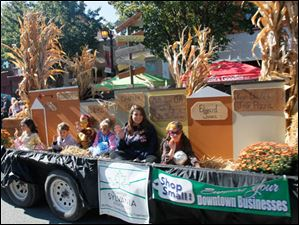 Downtown Sylvania Association float.