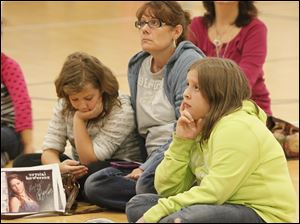 Kyra Filby, 10, a fifth grader at Hiawatha Elementary, left, her mom Mary Mallory, and Kyra's cousin Ryleigh Parker, 11, a sixth grader at Reynolds, listen to Crystal Bowersox.