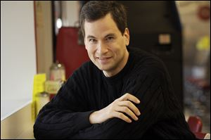 New York Times technology columnist and gadget reviewer Pogue is leaving the newspaper to cover similar topics for Yahoo.