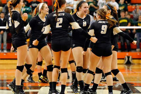 Perrysburg-celebrates-scoring-a-point-against-Clay-serve