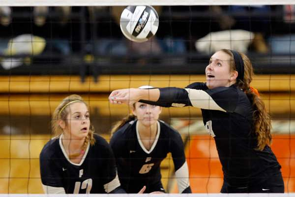 Perrysburg-s-Mackenzie-Pohlman-8-returns-a-Clay-serve