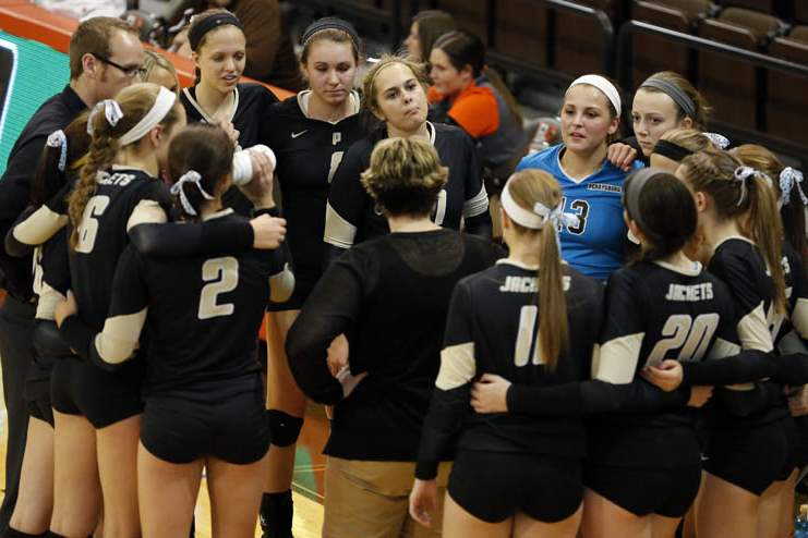 District-final-Perrysburg-huddle