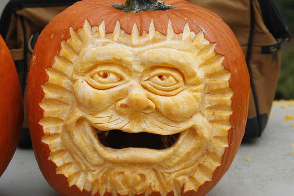 of-the-pumpkins-carved-by-Chad-Hartson-of-Napoleon