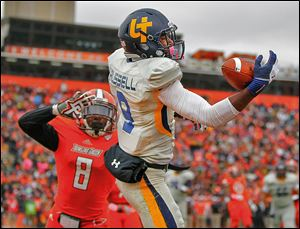 Toledo receiver Alonzo Russell makes a one-handed catch for a touchdown over Bowling Green State's Cameron Truss during the second quarter. It was the first conference lost for the Falcons.